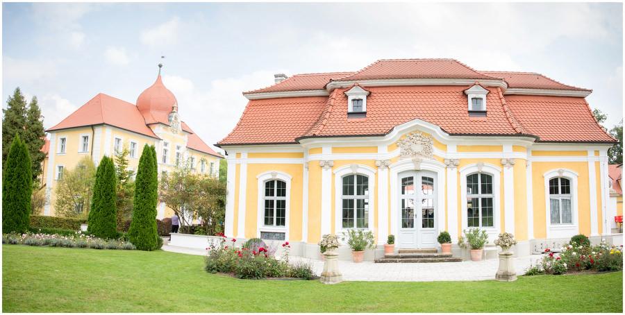 Sommertraum Auf Schloss Thurn In Heroldsbach Blumenmadchen Kleid